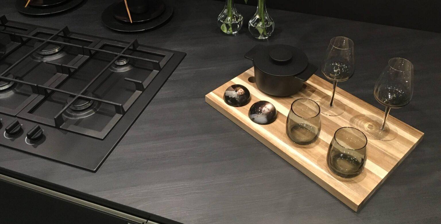 keuken-zwart-aanrechtblad